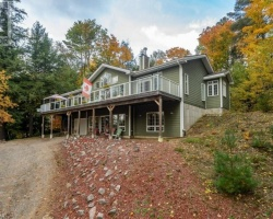 Cottage for Sale on Echo Lake