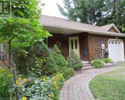 Cottage for Sale on Maple Lake