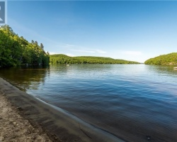 Cottage for Sale on Lake Vernon