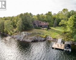 Cottage for Sale on Lorimer Lake