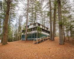 Cottage for Sale on Lake Pf Bays