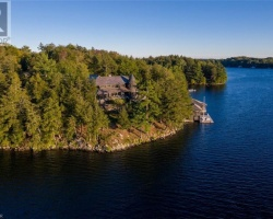 Cottage for Sale on Lake Joseph