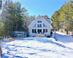 Cottage for Sale on Head Lake