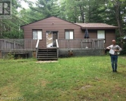 Cottage for Sale on Pine Lake