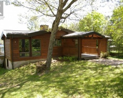 Cottage for Sale on Horseshoe Lake