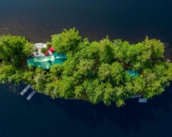 Cottage for Sale on Healey Lake