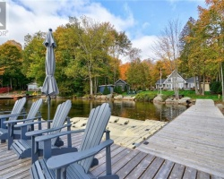 Cottage for Sale on Wood Lake