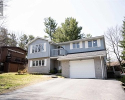 Property for Sale on 12 Waubeek St, Parry Sound